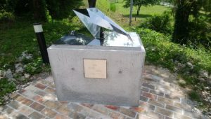 無言館のモニュメント製作 『折りかけの鶴』