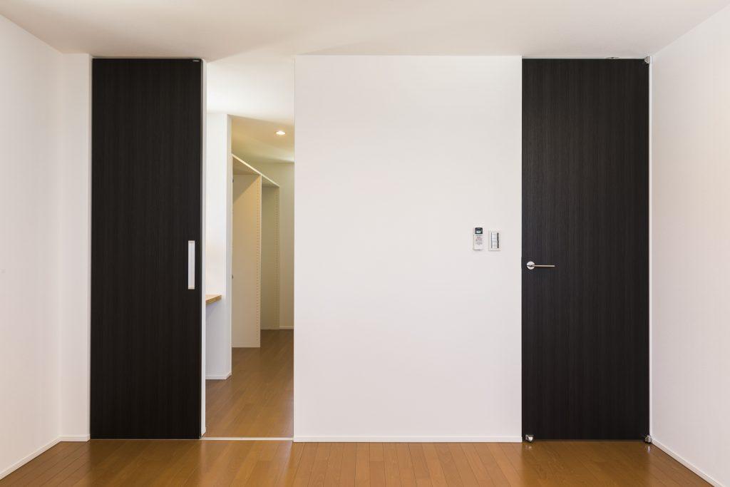 内装建具のドアどんなイメージが浮かびますか?